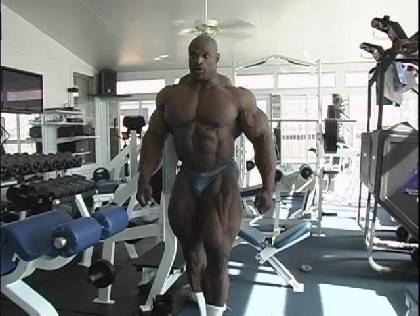Ronnie Coleman dans sa salle perso