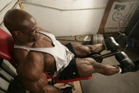 Ronnie Coleman travaille aux legs (jambes)